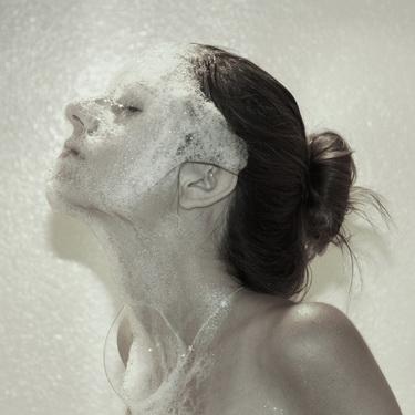 Очищаем кожу пеной для умывания