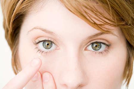 вред контактных линз, контактные линзы, ношение контактных линз