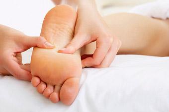 В чем заключается техника массажа ступней?
