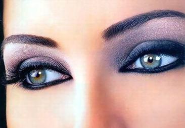 Как подчеркнуть серые глаза